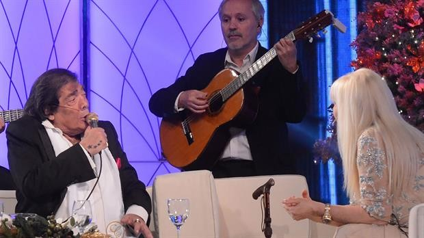 Cacho Castaña emocionó en el programa de Susana Giménez