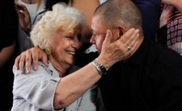 """Carlotto, junto al nieto 119: """"No fue magia, fue un pueblo que va abriendo caminos"""""""