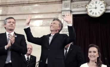 Macri juró y se comprometió a trabajar