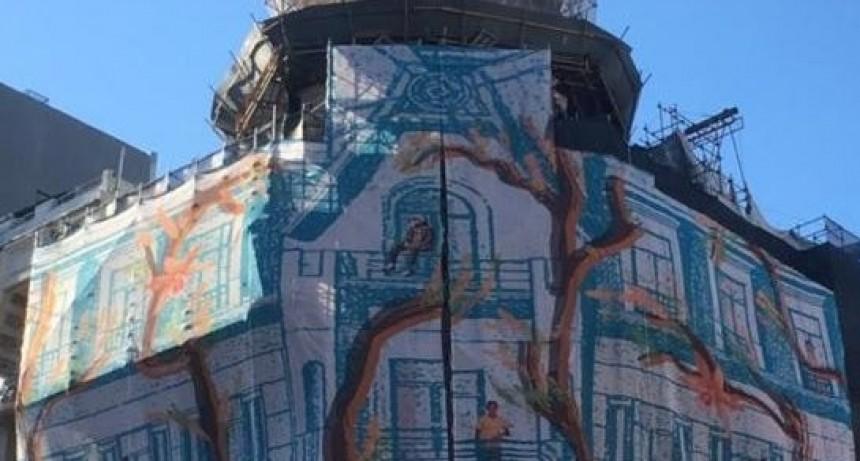 Homenaje a la Democracia y espectáculo lumínico en la fachada del Edificio del Molino